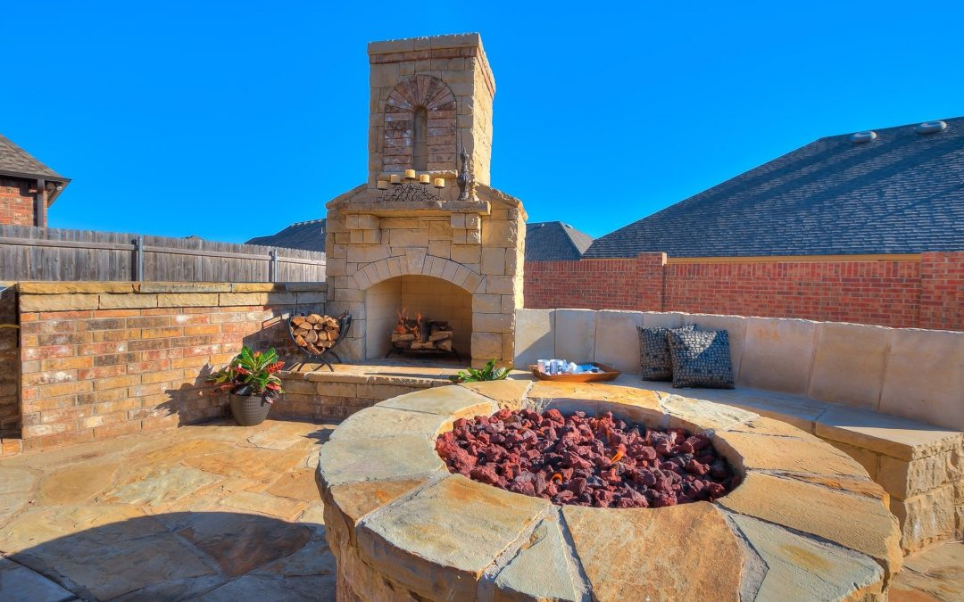 Outdoor Fireplace vs. Fire pit. Which one is right for you?